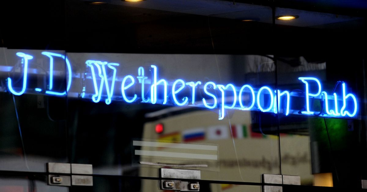 JD Wetherspoon ban plastic straws for paper straws